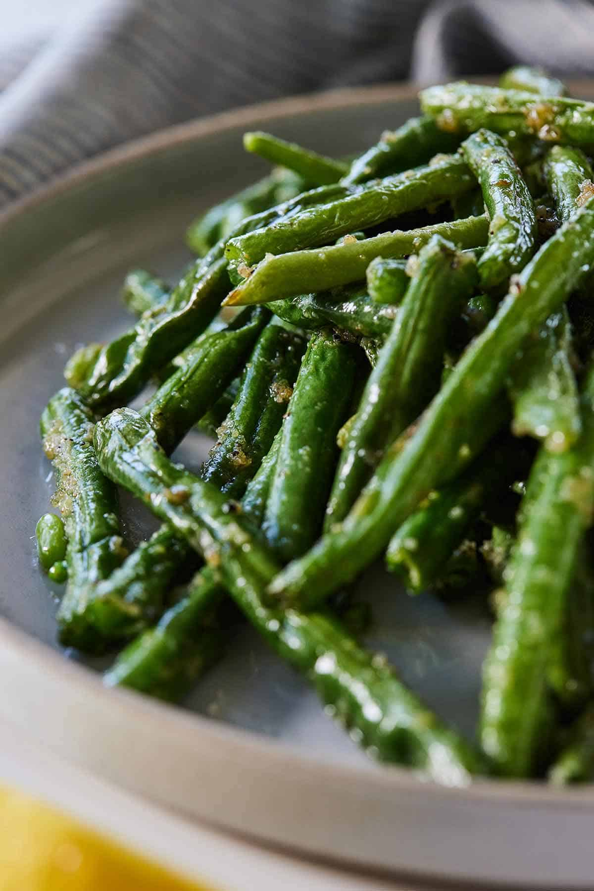 Air fryer green beans in a shallow plate.